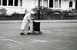 old lady (pixabay)
