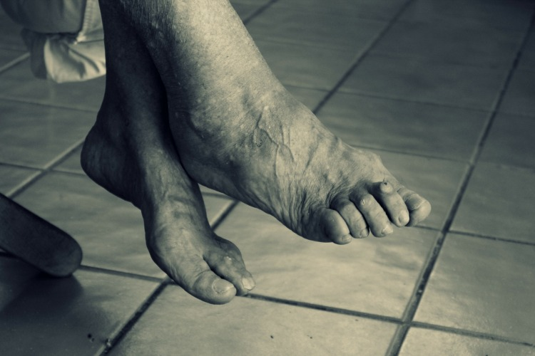 feet-102454_1920