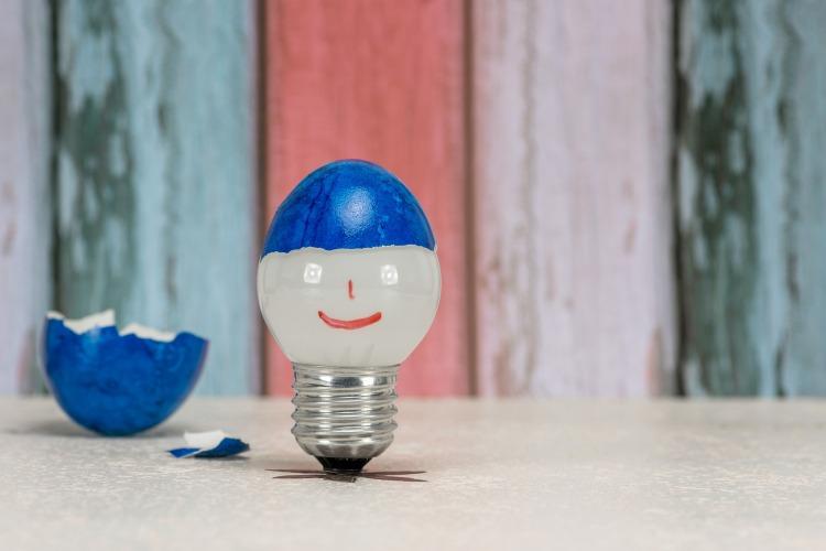 light-bulb-4064011_1920