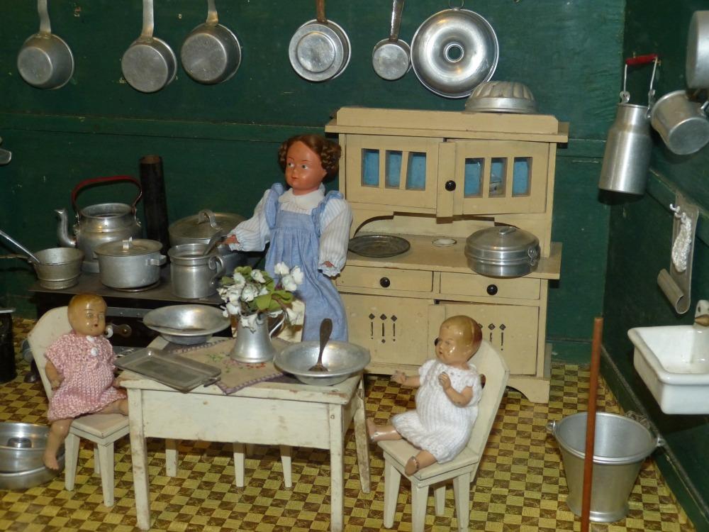 dolls-houses-1094362_1920